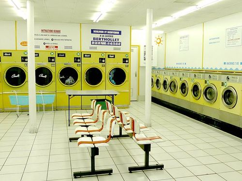 640px-Launderette_in_Paris._France